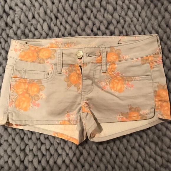 Pants - American Eagle size 26 (2) grey floral shorts